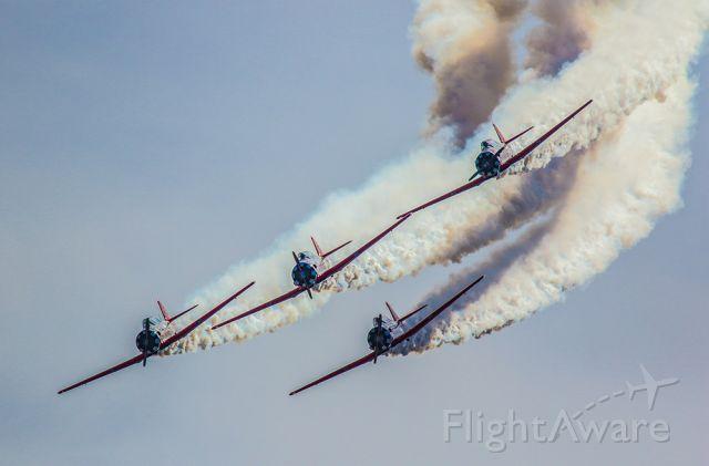 — — - Aero Shell demonstration team with heavy smoke.