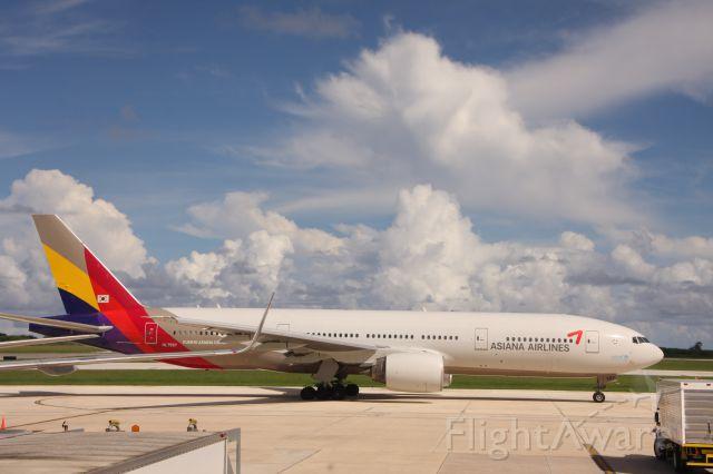 Boeing 777-200 (HL7597) - Saipan international airport GATE4