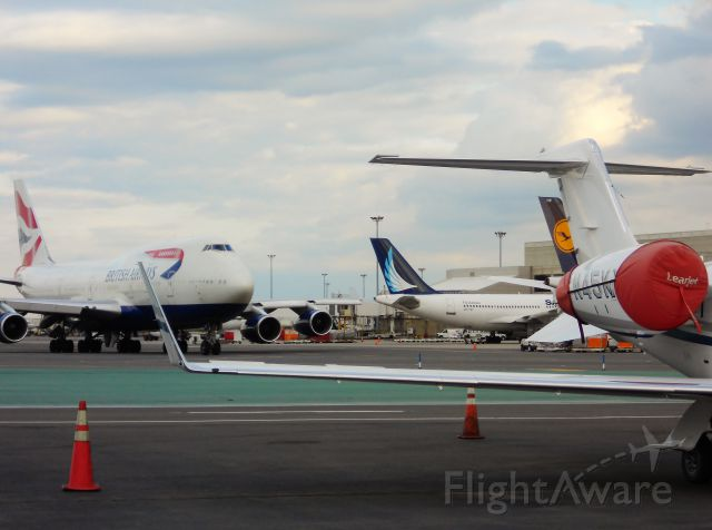 Boeing 747-400 (G-CIVY) - nice mix of birds