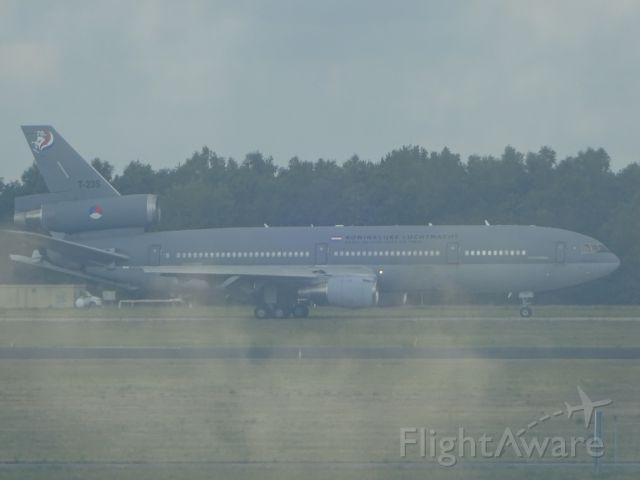 McDonnell Douglas DC-10 (T235) - Donderdag 23 juli op vliegveld Eindhoven net voor de start.