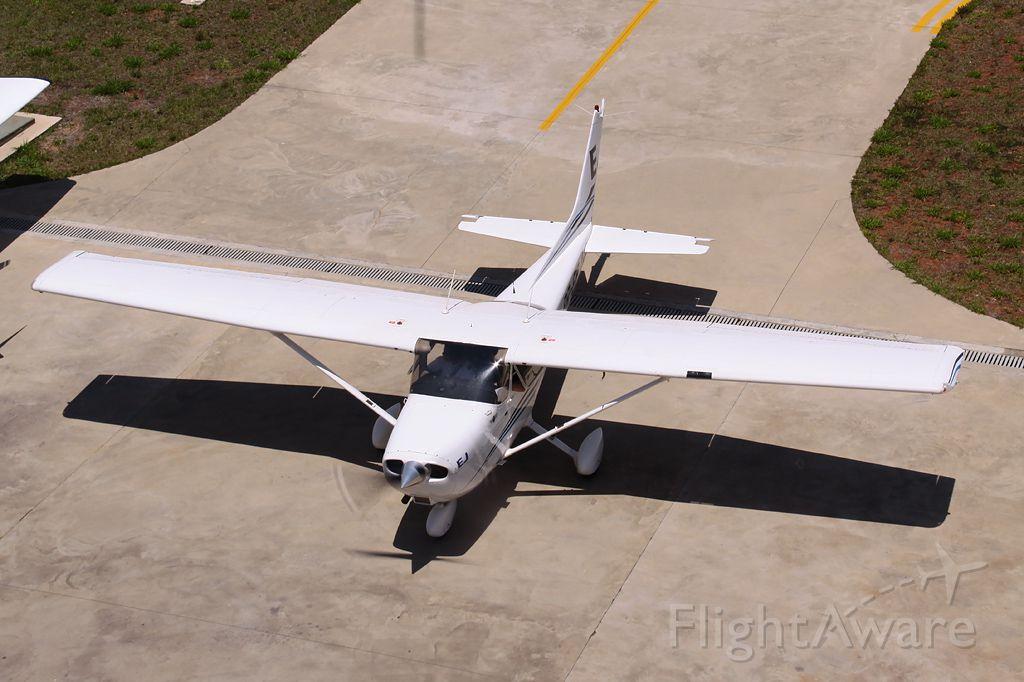 Cessna Skyhawk —