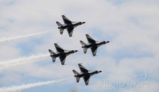 Lockheed F-16 Fighting Falcon — - Dayton Airshow 2019 - Thunderbirds in the Diamond formation