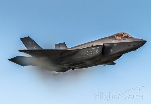 Lockheed F-35C (13-5079) - High speed pass by the F35 Lightning II