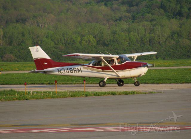 Cessna Skyhawk (N348RM) - Taxiing in after an evening flight