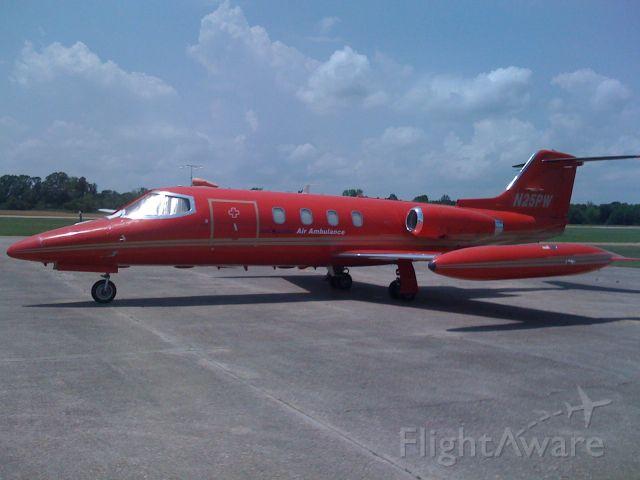 Learjet 25 (N25PW)