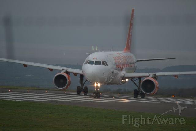 Airbus A320 (G-EZUS)