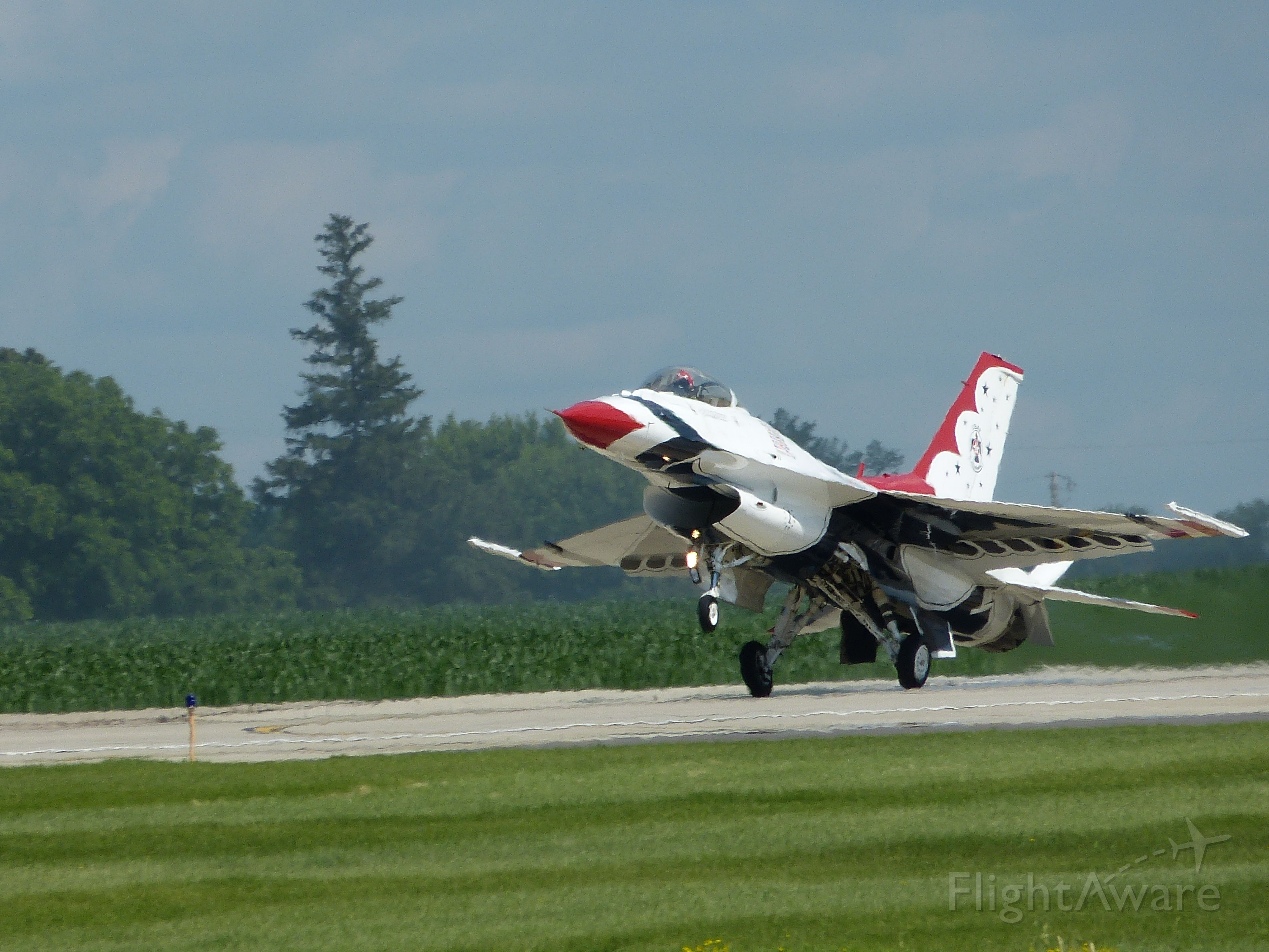 Lockheed F-16 Fighting Falcon (TBIRD1) - Touchdown! Mankato MN. June 28, 2015