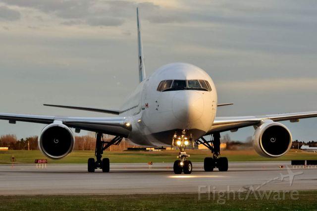 BOEING 767-200 (C-GKLY)