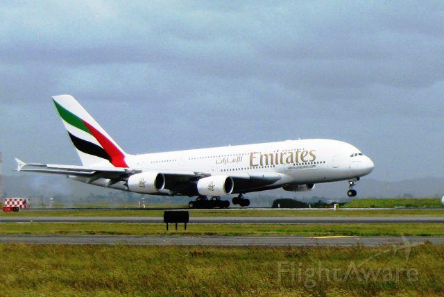 Airbus A380-800 (A6-EDE) - Cross wind!