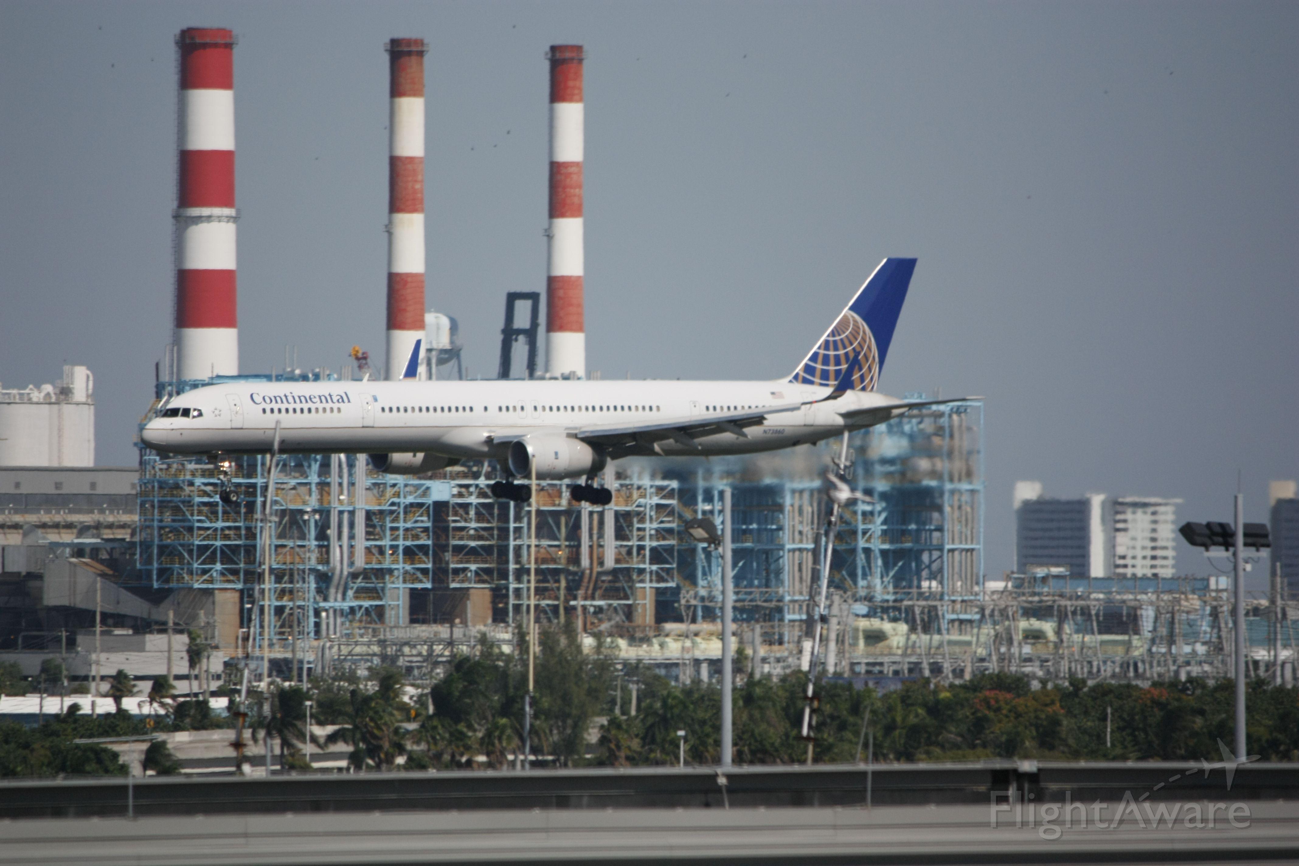 BOEING 757-300 (N73860)