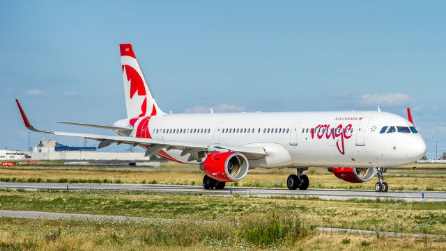 Airbus A321 (C-FJQL) - ROU1628 heads to runway 06L and Fort Lauderdale