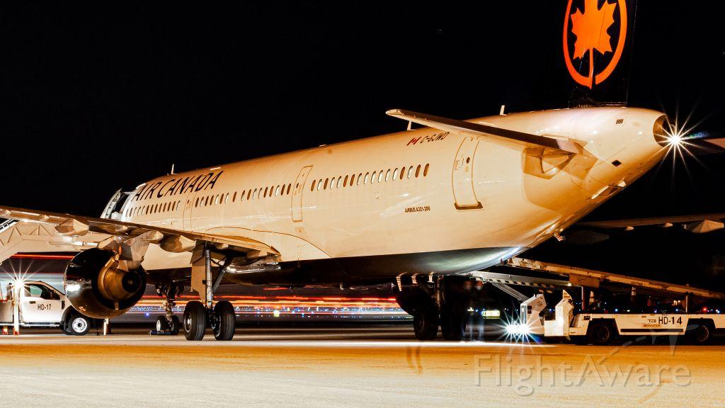 Airbus A321 (C-GJWD)