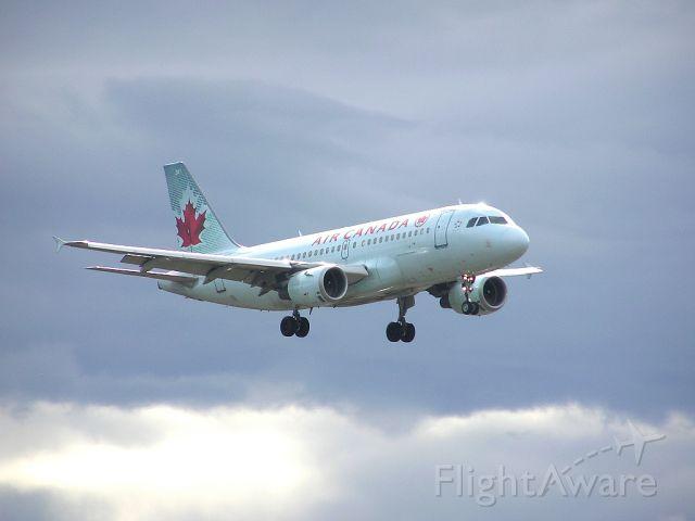 Airbus A319 (C-GBIJ) - Landing 06L - April 27, 2014
