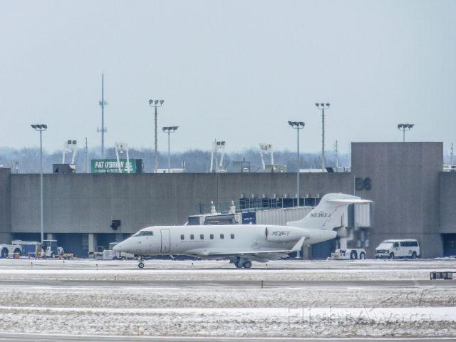 Bombardier Challenger 300 (N536XJ)