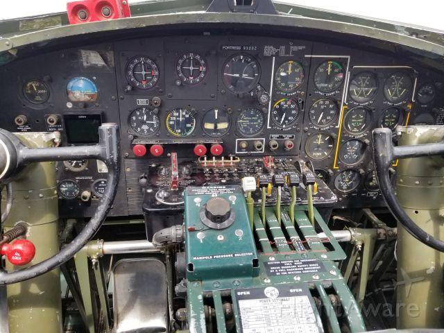 Boeing B-17 Flying Fortress (N9323Z) - B-17