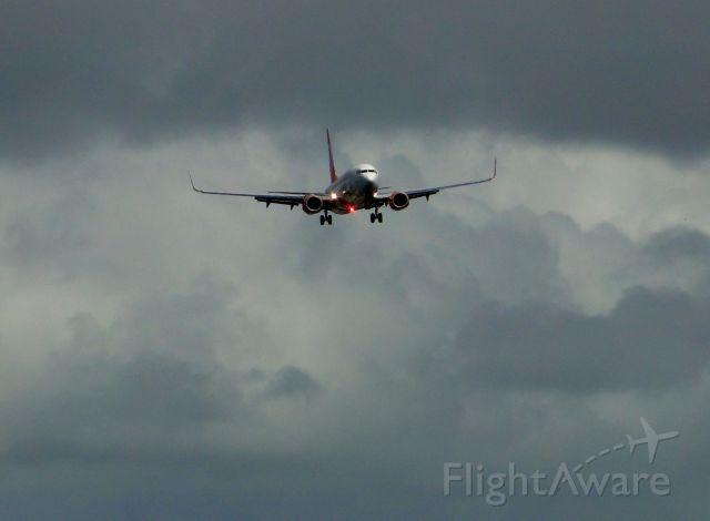 Boeing 737-800 (PR-GXF) - BOEING 737-800 LANDING IN SALVADOR-BA, BRAZIL