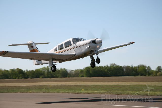 Piper Cherokee (D-ESCH) - Take off at EDBK