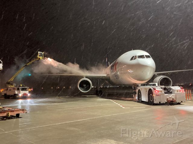 """Airbus A300F4-600 (N647FE) - 24 year old Airbus A300F4-605R """"Mark"""" gets his starboard wing sprayed with propylene glycol.  A wet heavy March snow has just begun to fall on FedEx Flight 325."""