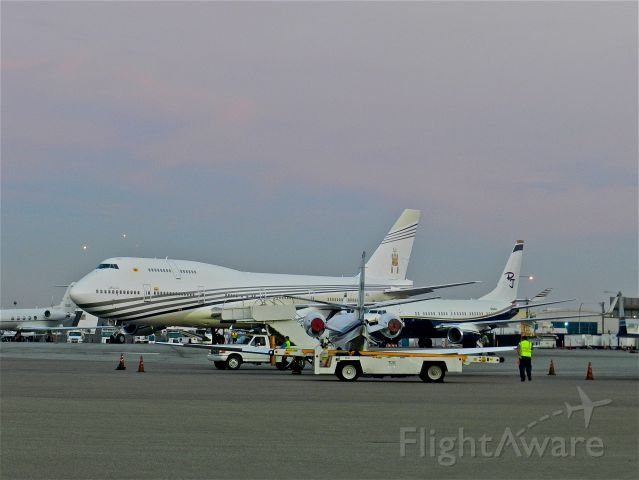 Boeing 747-400 (V8-ALI) - Sultan of Brunei