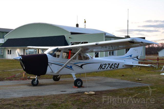 Cessna Skyhawk (N374SA) - Trumbull Leasing Cessna 172S N374SA in Toledo Suburban