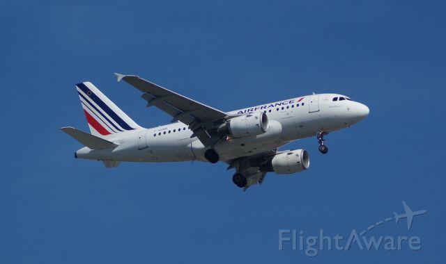 Airbus A318 (F-GUGB)