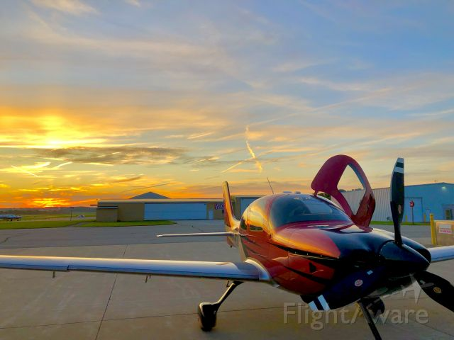 Cirrus SR-22 (N32WB) - Sunset in Chicago