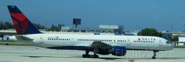 Boeing 757-200 (N525US)