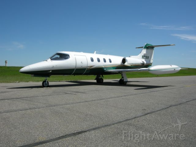 Learjet 25 (N21NW)