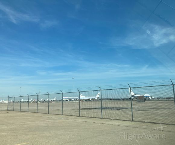 — — - 3 E-4Bs and several RC-135s on the recently upgraded west side of LNKs airport while they fix Offutt's runway
