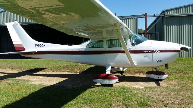 Cessna Skylane (VH-AOK)