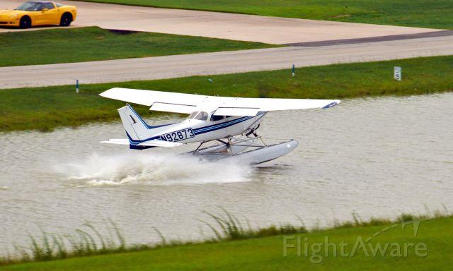 Cessna Skyhawk (N92873) - Splash and goes in the sealane - KDWH