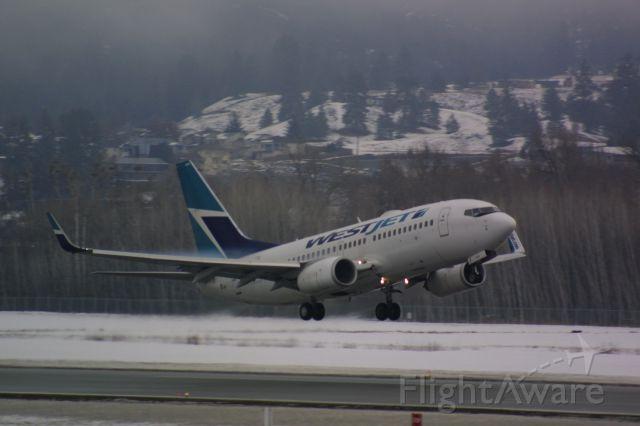 Boeing 737-700 (C-GWJT)