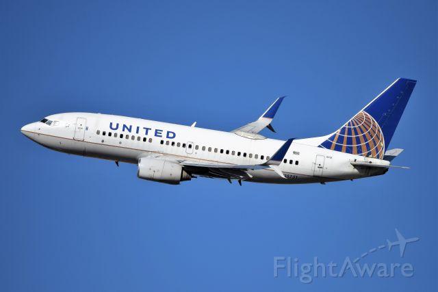 Boeing 737-700 (N15751) - 28-R 12-21-20