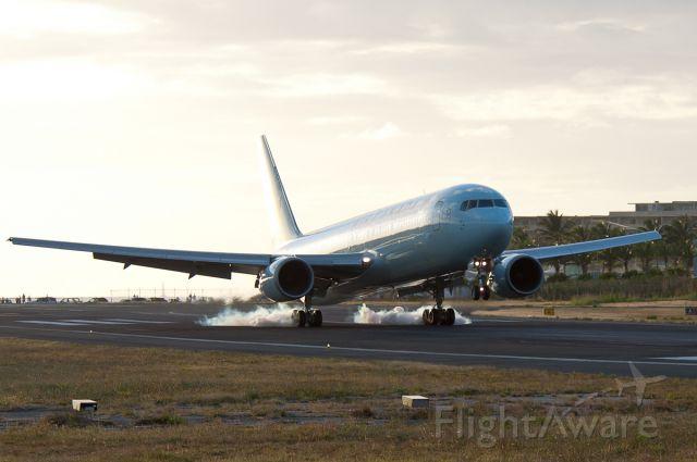 BOEING 767-300 (C-GHOZ)