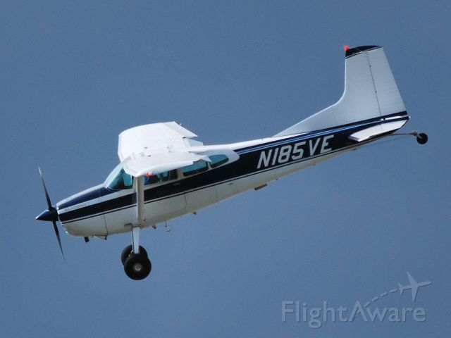 Cessna Skywagon (N185VE) - On short final for 20 at KJQF - 4/2/09
