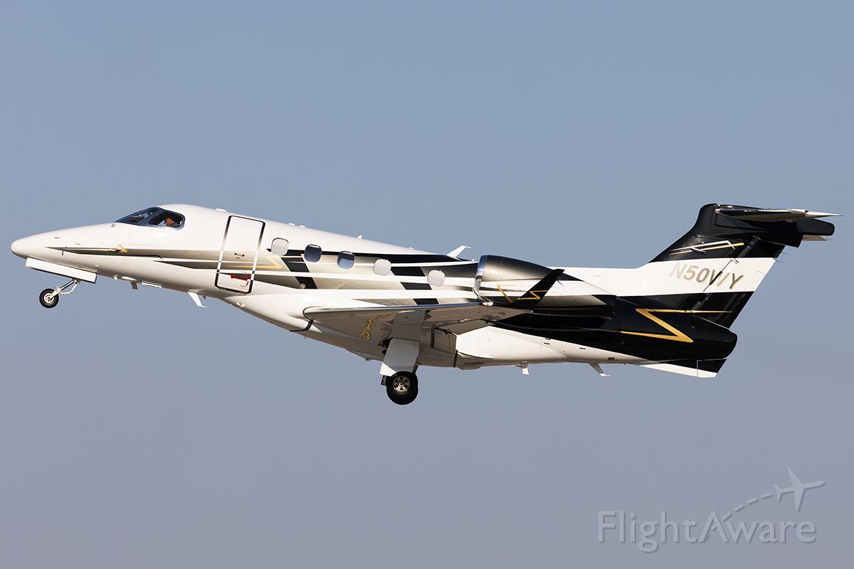 Embraer Phenom 300 (N50WY)