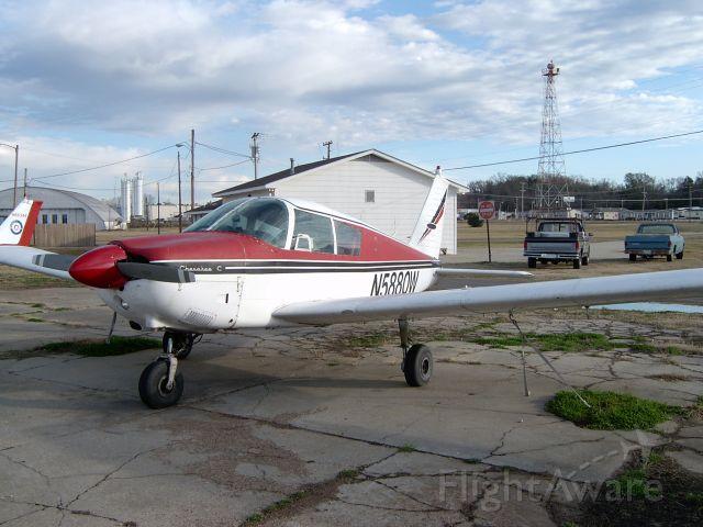 Piper Cherokee (N5880W)