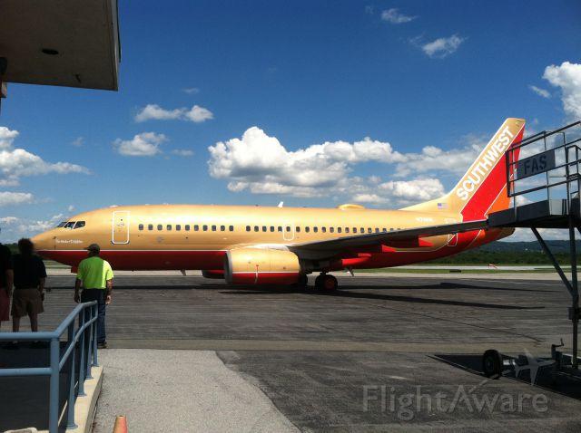 Boeing 737-700 (N711HK) - Charter flight for Boscov's travel from KRDG to KMCO.