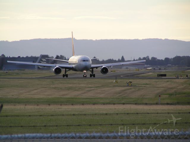 BOEING 767-200 (N793AX) - Approach end of 28L