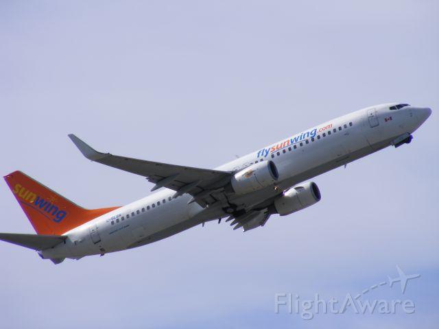 Boeing 737-800 (C-GLBW)