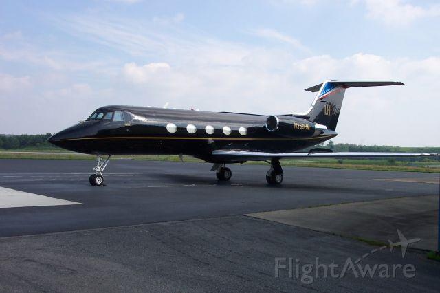 Gulfstream American Gulfstream 2 (N269HM) - LARRY FLYNTS HUSTLER GULFSTREAM II PARKED AT BIG SANDY AIRPORT IN PRESTONSBURG, KY.