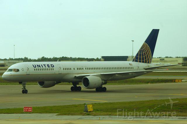 Boeing 757-200 (N537UA)
