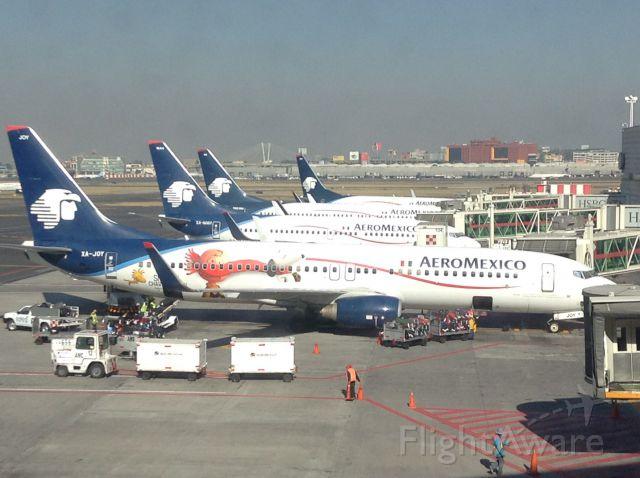 Boeing 737-700 (XA-JOY)