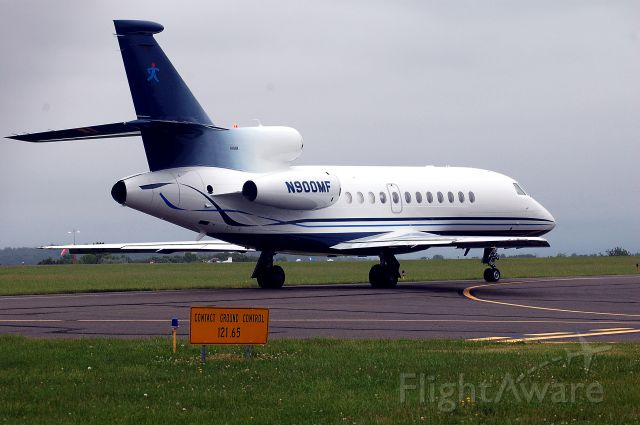 Dassault Falcon 900 (N900MF) - taxiing on Bravo OXC