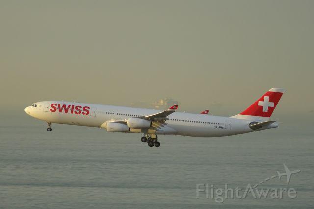 Airbus A340-300 (HB-JMB)