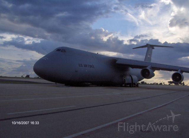Lockheed C-5 Galaxy (N9017) - In Lowride....................