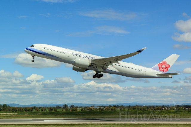 Airbus A350-900 (B-18912) - Departing runway 25 Rome