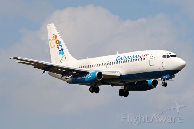 Boeing 737-200 (C6-BFW)