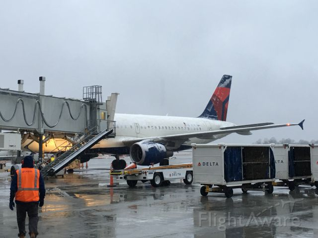Airbus A319 (N362NB) - A March snow in South Carolina.