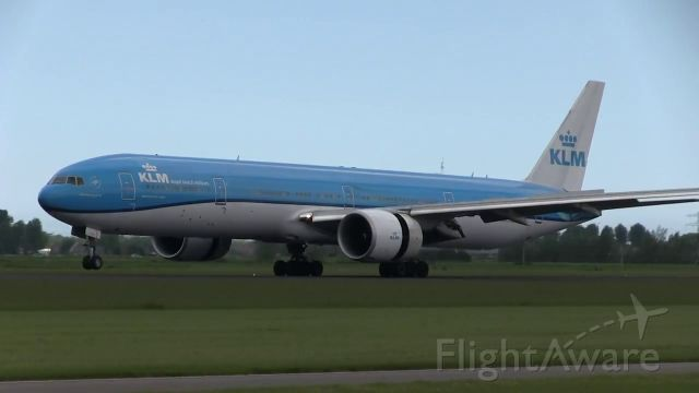 BOEING 777-300ER (PH-BVP) - from Lima RW27